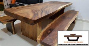 meja kayu besar