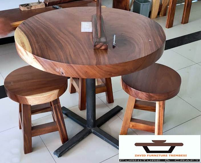 Meja Cafe Trembesi Bundar Kayu Solid